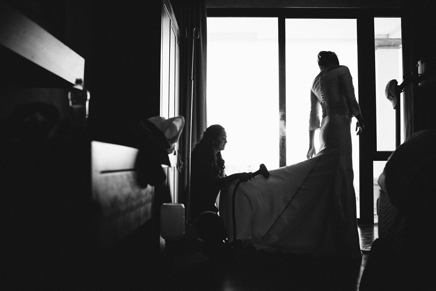 bridesmaids-with-bride-getting-ready