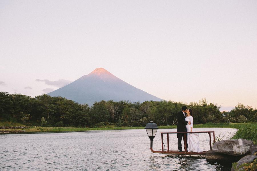 volcán-de-fuego-wedding-pictures